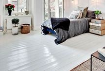 Old house floors / Wooden floors, painted, old wooden house