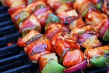 BBQ Recipes for Cool Dads / Get out the grill and take your meals outside with these delicious recipes for BBQ that are perfect for Cool Dads.