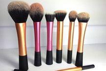 the makeup / Beauty tricks I'd like to try.  / by Gloria White