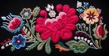 Dala-Floda och andra färgstarka yllebroderier / Swedish embroidery art from Dala-Floda + the world.