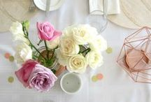 Tablescapes / Gorgeous party tables + glittery decorations that will make any event - big or small; special or casual - simply sparkle. Get ideas on place settings, table centrepieces, table layouts, flowers, napkins + all the other bits and pieces you need for your pretty party table setting.