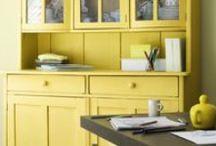 Amarillos / El AMARILLO es optimista, alegre, vibrante, transmite luz y alegría. Se caracteriza por ser un color juvenil, inteligente que invita a la diversión y la creatividad.
