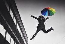 #Momentsdellibertat El Periódico / ¿Qué significa para ti vivir libre? Esta es la pregunta que el fotógrafo Joan Fontcuberta hace a los lectores de EL PERIÓDICO, que prepara un fotomosaico gigante que se instalará en la plaza Isidre Nonell