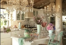 Kitchens / by Ruth Poppe