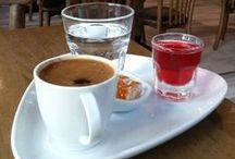Türk Kahvesi, Nerede? Turkish Coffee Where! / Türk kahvesi içilen mekanları harita üzerinde de göstererek panomuza ekliyoruz. Amacımız birbirinden farklı mekan ve fincanlarla bu tadı ve kültürü paylaşmak.  Eklemediğimiz bir şehirden bize fincanınızı gönderirseniz memnuniyetle panomuza ekleriz. Sizede bir kahve falı hediye ederiz :)