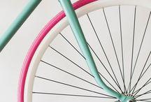 ~laufmaschine~ / La construcción de la primera bicicleta con pedales se atribuye al escocés Kirkpatrick Macmillan, en el año 1839. Una copia de la bicicleta de Macmillan se exhibe en el Museo de Ciencias en Londres, Inglaterra. Macmillan nunca patentó el invento, que posteriormente fue copiado en 1846 por Gavin Dalzell de Lesmahagow, quien lo difundió tan ampliamente que fue considerado durante cincuenta años el inventor de la bicicleta. / by Leandro Gaitán