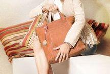 BAGS / Naast een mooie outfit is een mooie en goede handtas onmisbaar. The Little Green Bag is dé webshop om je perfecte tas te vinden. In de gevarieerde collectie vind je verschillende soorten tassen voor iedere gelegenheid.