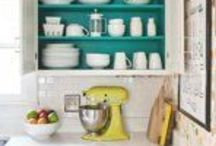 Kitchen Organizing / Ideas for keeping your kitchen orderly and functional!