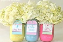 Mason Jar Craft Ideas & Recipes in Mason Jars / Mason jar crafts, things to make with mason jars, easy DIY mason jar projects, mason jar ideas for weddings, mason jar centerpieces, mason jar gifts, recipes in a jar, gifts in a jar, diy mason jar crafts / by FaveCrafts