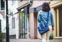 Messenger bag / De messenger of postman bag is een praktische tas voor school, werk en alledag. De handgemaakte messenger heeft handige binnenvakken en een verstelbare schouderband zodat je ook op fiets of openbaar vervoer makkelijk mee neemt. Bekijk de hadgemaakte postman bags van Door Jolanda.