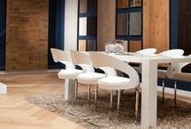Houten Vloeren Paleis / Wij bieden klanten met oog voor interieur, kwalitatieve en ambachtelijke houten vloeren en parket. Dit alles om hun wooncomfort te vergroten. In onze showroom van 400 m2 hebben wij een mooie selektie vloeren op grote oppervlaktes voor u klaarliggen.