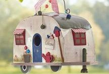The Orchard: Funky Bird Houses: Shabby Chic Vintage / Bird houses: Shabby chic, rustic, innovative and cute houses for our feathered friends.