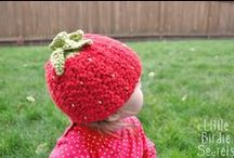 Crochet - Hats and Headbands / by Rosie .