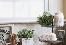 Farmhouse Kitchen Decor / Creative ideas for styling your modern rustic kitchen, including kitchen organization, farmhouse kitchen decor, kitchen greenery, and more!