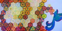 Quebra-cabeça Artesanal - O Vôo do Beija-flor / Quebra-cabeça feito a mão, cortado sobre pintura original em giz pastel sobre papel Schoeller, composto por 2 partes independentes e contorno irregular. Tamanho: 68 x 71 cm 955 peças