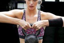 Kraft / Ausdauer @ OTTO / Du bist gerne aktiv und powerst dich am Liebsten auf der Laufstrecke oder beim Fitness-Workout aus? Das trifft sich super, denn wir sind von Kopf bis Fuß auf Ausdauer-und Kraftsport eingestellt: Entdecke gleich unsere neuesten Sportswear-Looks, die nicht nur hochfunktional, sondern auch verdammt stylisch sind!