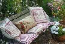 Outdoor bench cushions / Angoli di relax