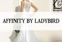 AFFINITY BY LADYBIRD / Een Affinity trouwjurk is stijlvol, modern en origineel. De bruidsjurken worden gemaakt van luxe, mooie stoffen en hebben een perfecte pasvorm voor elk figuur. Affinity Bridal is een lijn met mooie bruidsjurken en bruidsmode tegen een betaalbare prijs. Door deze kenmerken is er voor iedere bruid een droomjurk te vinden in de Affinity collectie.    #affinity #affinitybridal #koonings #ladybird