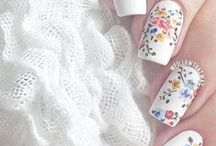 Flowers: On Nails / Floral manicures for those who must have flowers on our fingertips