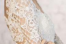 Vestido de Noiva / Vestidos de noiva para te ajudar a escolher o seu. Evasê, sereia, tomara que caia, com mangas, com rendas, lisos, estampados, coloridos, branco ou off white...