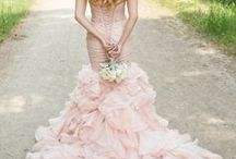 Spring Weddings / All the inspiration you need to plan your gorgeous spring wedding! This board includes beautiful bouquet, dress, makeup, hairstyles, and color palette ideas.