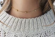 CHOKER OUTFITS / How to style chokers and layer your necklaces guides and inspiration