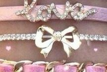 accessoires : sacs, bijoux, écharpes, mitaines / Indispensables pour un style casual, chic, etc...