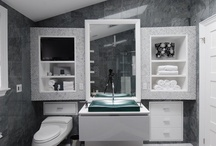 Bathrooms / by Manny Neves