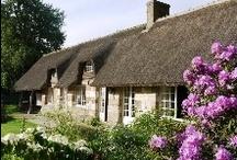 vakantie huizen Normandië  / In Normandië liggen de wortels van Frankrijk, met een eeuwenlange geschiedenis, een glooiend en rustig landschap bezaaid met kastelen, kloosters, steden en dorpen waar de tijd stil is blijven staan. France Individuelle beschikt over een ruim aanbod van vakantiehuizen in Normandie. De vakantiewoningen verzekeren u van een onbezorgde vakantie in deze magnifieke streek. Paardrijden, zwemmen, maar ook oude stadjes en heerlijk eten staan synoniem voor Normandië. / by Fi Vakantiehuizen