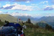 Muntii Alpi / Alpii formează un arc de cerc în sudul Europei centrale, în lungime de aproximativ 1200 km și acoperă o suprafață de cca 200.000 km². Cel mai înalt munte din Alpi este Mont Blanc, situat la frontiera franco-italiană, cu piscul aflat la o altitudine de 4810 m. În Alpi există în total 128 de piscuri cu înălțimi care depășesc 4000 m, care pot fi găsite în lista piscurilor alpine după înălțime.