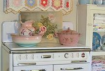 Home: The Kitchen / by Fabiana Gauto
