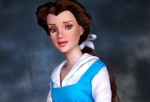 Disney Princesses / The beauty of the Disney Princesses is captured in stunning art work, beautiful dolls and lovely photographs.