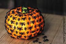 Halloween & Autumn Crafts / Autumn and Halloween crafts for kids and adults! #holiday #halloween #autumn #HalloweenCrafts