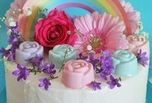 Arcobaleno di Fiori / Scopri tante idee per creare fantastici dolci a base di fiori e scarica le decorazioni come il cake topper arcobaleno per decorare le tue torte! Realizza un fantastico bigliettino d'auguri pop-up con arcobaleno!