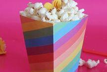 Festival dei Pop Corn / Scopri il festival dei pop corn su Super Colors! Realizza una scatola porta pop corn fai da te e riempila con i pop corn al gusto raffaello e rocher!