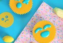 Emoji Party / Realizza tante idee a base di Emoji! Scopri la ricetta dei cupcake emoji allo yogurt e scarica gratis la carta da regalo emoji!