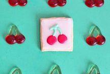 Ciliegie Slot Machine / Scopri tante idee per una festa a tema Ciliegie Slot Machine! Scarica gratis i KIT per le decorazioni e realizza tanti golosi dolci come i biscotti e la mousse la cioccolato