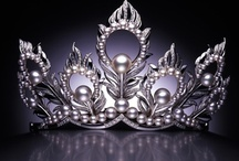 Crowns / by Sara Schmanski