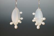 Jewelry - Earrings / by Sara Schmanski