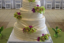 C'est La Vie Wedding Cakes / At C'est La Vie Cakes we specialize in truly unique cake creations. All of our cakes are handmade with the finest ingredients. We work side by side with each of our clients to design a customized cake that reflects their personal style. Our goal is to create your dream cake; a work of art in sugar.
