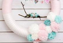 Wreaths We Love! / There's so many great wreaths out there! Here's some of our favorites from around the web! :)