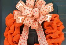 College University Wreaths / Show off your favorite college or university with a gorgeous wreath! Hang it on your front door or camper for tailgating season! Perfect to root on your team :)
