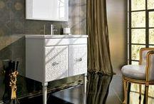 Opera Collection, by Royo / OPERA es una nueva colección con muebles ornamentados que proporcionan un estilo Barroco a tu espacio de baño. Opera ofrece muebles de 80 cm y 100 cm de puertas y cajones, ademas combina con una amplia columna auxiliar para organizar tus objetos de baño.