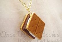 Gifts for S'mores Lovers / Find the perfect gift for the S'more lover in your life!