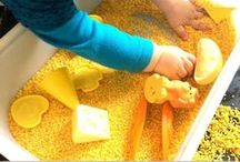 Sensory Bins / Sensory play is important for toddlers, kindergarten students, and even older children. This board contains different ways to incorporate sensory play into your day.