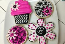 Cakes, Cookies & Cupcakes / by Lynn Feight