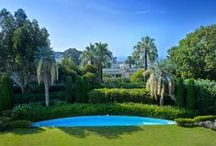 Large Bourgeois style apartment with sea view in Californie, Cannes / At the heart of the prestigious Californie area of Cannes, this Bourgeois-style apartment is located in an exceptional and coveted setting, in a very quiet environment among Mediterranean vegetation and charming sea views.
