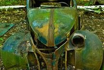 AbAndOnEd AnTiqUaTed AuTomObiLeS / by Penny Faragher