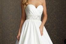 Wedding Dresses / by Laura Dickie