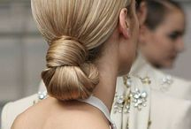 | nape of the neck | bridal inspiration | / Our constantly updated board of the most beautiful hairstyles that are elegantly focused in the nape of the neck.  Bridal hair inspiration Wedding hair inspiration Wedding makeup Wedding hair Wedding hairstyles  Soft updos Relaxed wedding hairstyles  wedding hair  styles for brides wedding hair  styles for bridesmaids